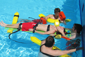 泳池救生章